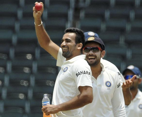 Zaheer Khan (left) waves to the dressing room after taking his 300th Test wicket as Virat Kohli (right) watches during the fifth and final day of their cricket test match against South Africa at Wanderers stadium in Johannesburg, South Africa, on Sunday. / AP