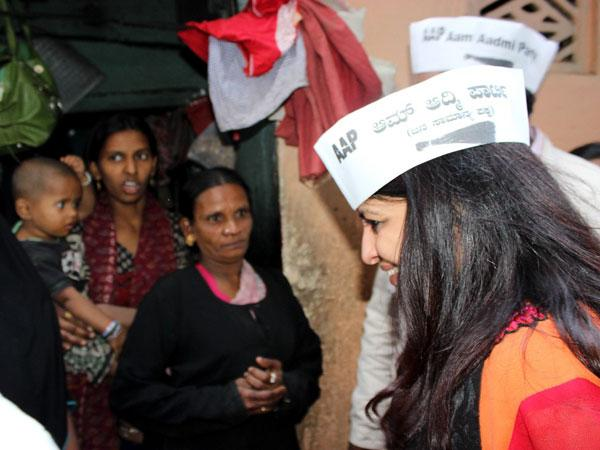 Shazia Ilmi interacting with the locals at Shivaji Nagar, Bangalore.