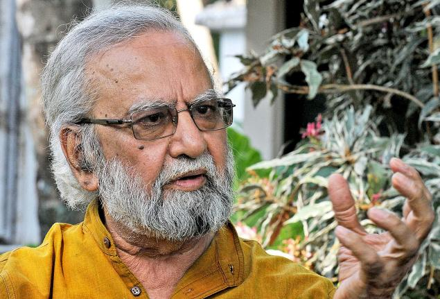 Artist Gulam Mohammed Sheikh during an interaction with The Hindu at Fort Kochi on Monday./  Photo: K.K. Mustafah / The Hindu