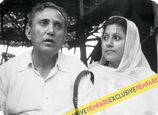 A young Madhubala is pictured with her father Ataullah Khan. Her father was a key figure in Madhubala's career. He would maintain strict control over who she could meet and where she could go. Reportedly, he even imposed a 7 pm deadline for the actress.