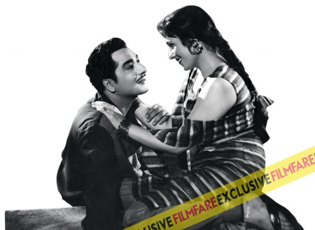 Pradeep Kumar and Madhubala worked together for the first time in Passport. This film was one of the highest grossers of 1961, simply because the audience wanted to see more of the Mughl-E-Azam star.