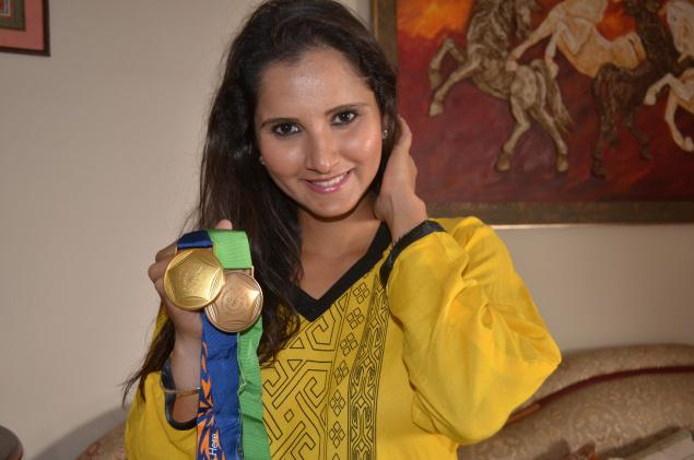 Tennis star Sania Mirza with the gold and bronze medals she won in the recent Incheon Asian Games, in Hyderabad on Monday. Photo: V.V. Subrahmanyam / The Hindu