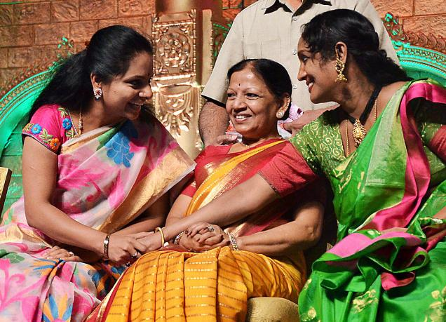 Telangana Jagruthi Samithi president and MP Kalvakuntla Kavitha sharing a few thoughts with renowned kuchipudi danseuse Shobha Naidu at the International Kuchipudi Dance Convention at GMC Balayogi Stadium in Hyderabad on Saturday. Photo: V.V. Subrahmanyam
