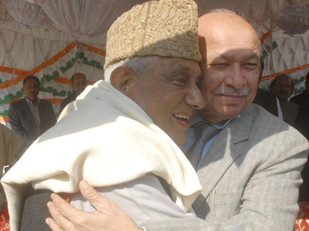 Former union minister Sushil Kumar Shinde (right) with veteran Congress leader Ghulam Rasool Kar at a rally. File photo / The Hindu