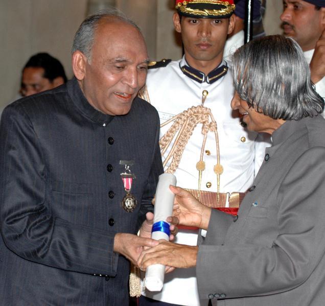 Ustad Ghulam Sadiq receiving the Padma Shri / Photo Sandeep Saxena / The Hindu