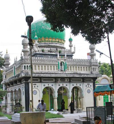 Spiritual abode - The Syed Hazrath Musa Qadri Dargah near Purana Pul / Photos: Serish Nanisetti