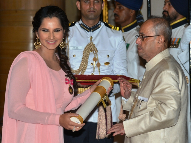New Delhi, 12/04/2016: President Pranab Mukherjee presenting the Padma Bhushan Award to Tennis Player Sania Mirza during the Civil Investiture Ceremony at the Rashtrapati Bhavan in New Delhi on April 12,2016. Photo : R. V. Moorthy