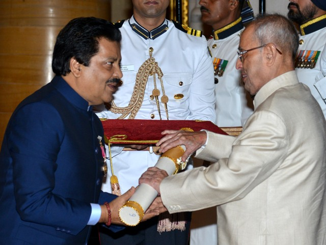 New Delhi, 12/04/2016: President Pranab Mukherjee presenting the Padma Bhushan Award to Playback Singer Udit Narayan Jha during the Civil Investiture Ceremony at the Rashtrapati Bhavan in New Delhi on April 12,2016. Photo : R. V. Moorthy