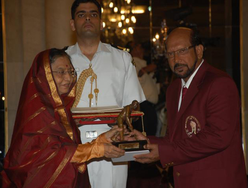 Receiving Dhyan Chand Award (2011)
