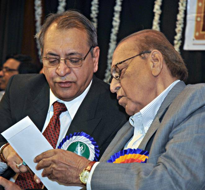 Janab Khaleel Mamoon and Gopchand Narang at the inauguration of All India Seminar on Life and Works of Eminent Urdu Poet Akhtarul Iman in Bangalore, on 22, January, 2012. Photo:V Sreenivasa Murthy