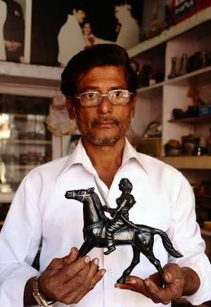 M.A. Rauf with the statuette of Kittur Channamma , one of which was presented to the PM Narendra Modi in Belgavai on Sunday. Photo: Gopichand T.