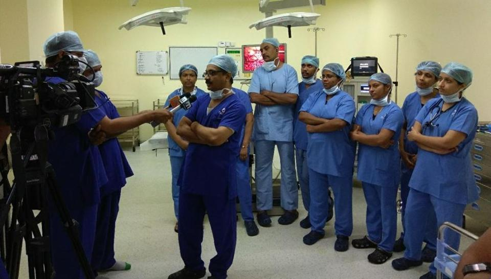 Mediapersons interview the medical team that conducted the surgical procedure. (HT Photo)