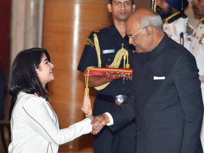 President Ram Nath Kovind presenting silver medal to actor Zaira Wasim during National Child Awards function