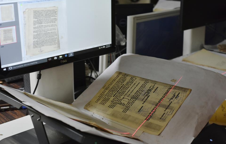 Documents being scanned for digitisation at Delhi archives. (Vipin Kumar/HT PHOTO)